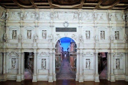 théâtre olympique de Vicence, un chef-d'œuvre de Andrea Palladio, premier exemple de théâtre couvert. Un site du patrimoine mondial de l'UNESCO