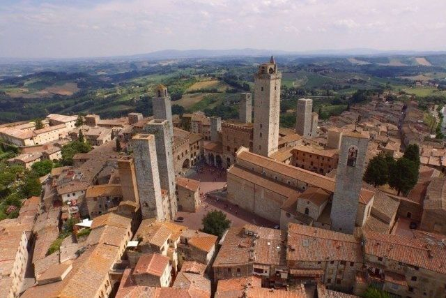 The towers of San Gimignano were built during middle age time simply to hang dyed fabric out to dry. In origin there were 72 towers, on our days we can found 14 of them