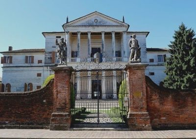 Villa Cornaro in Piombino Dese by palladio, on two floors with double portico-loggia.