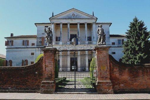 Villa Cornaro in Piombino Dese by palladio, on two floors with double portico-loggia.