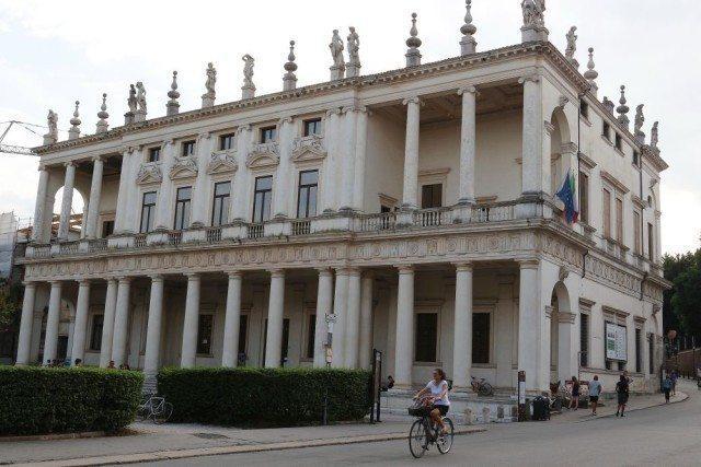Vicence ville d'art Palais Chiericati oeuvre de Andrea Palladio randonnée journalière