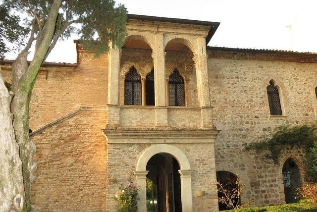 Petrarca home Arquà restored in the 20s of the twentieth century and structured around the room with the fourteenth century ceiling
