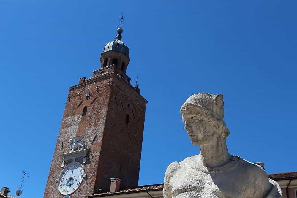Tour de l'horloge Castelfranco Veneto Ville médiévale fortifiée