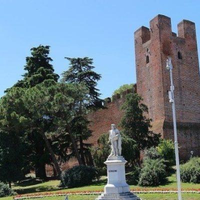 Giorgione statue Castelfranco veneto walled medieval town to visit during giorgione palladio routes day excursion.