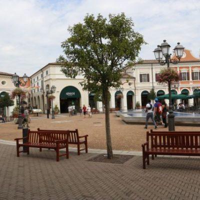 Outlet village Veneto for a half day cruise excursion