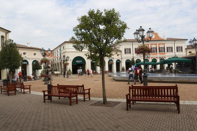 Outlet village Veneto for a half day cruise excursion