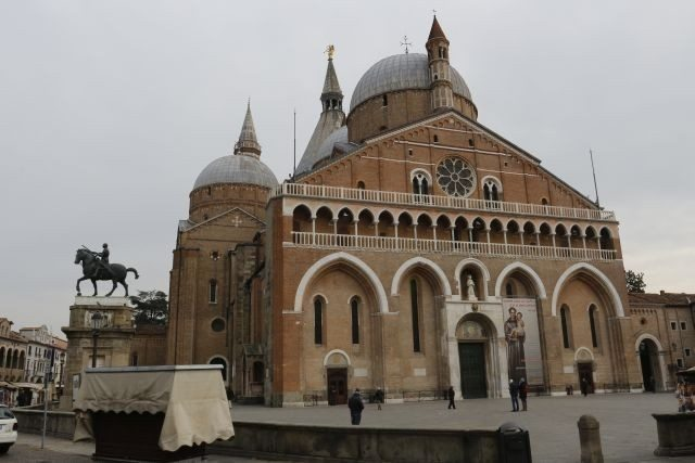 padua saint Anthony's church to visit during a day excursion with professional driver