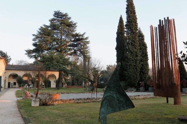 Villa Marignana Benetton entrance garden