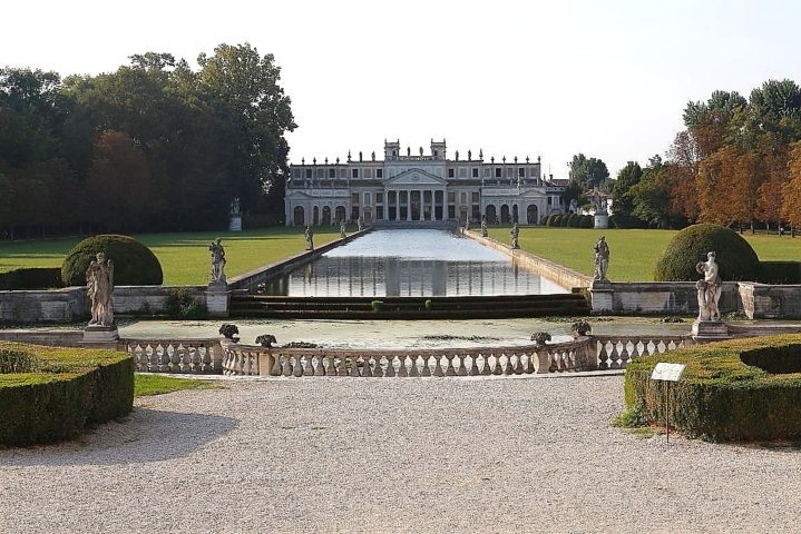 Villa Pisani park  in Stra, along the brenta waterway, to visit with a professional driver