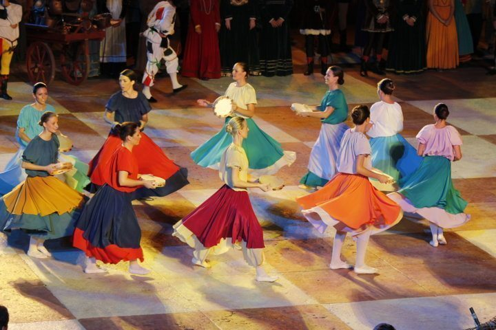chess-game-marostica-medieval-dance