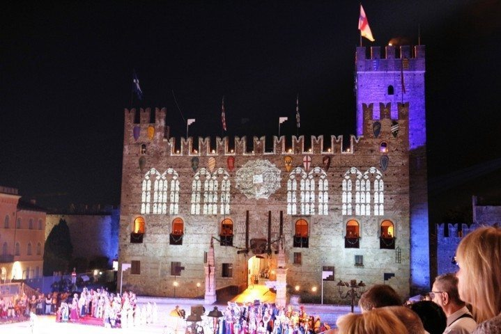 lower-castle-marostica-during-the-show
