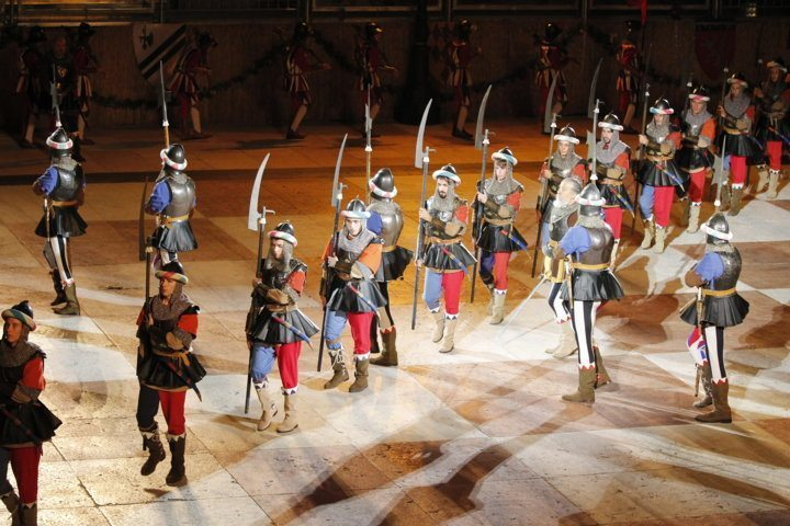 medieval-soldiers-parade-chess-game-marostica