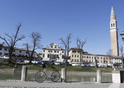 Bicycle day excursion Dolo Venetian villas, sightseeing along the Brenta waterway between strà close to Padua, and Mira. A tour that includes a wine tasting