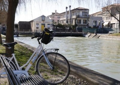 Bicycle excursion Dolo Venice Brenta waterway, to visit during a day tour with assistant. Between Venice and Padua, an easy bike ride to see some venetian villas with sightseeing in Italy