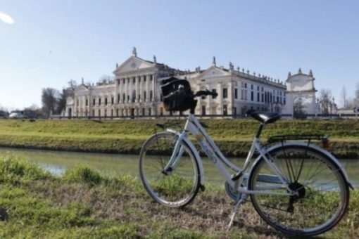 Villa Pisani bicycle ride Brenta waterway, day tour visit with assistant of some venetian villas. Included villa widmann and barchessa valmarana