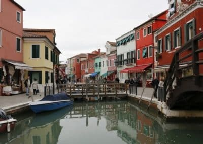 Burano island venice lagoon day excursion, to visit during a bragozzo boat ride that includes Torcello and Murano. A guided tour with small group by Sightseeing in Italy
