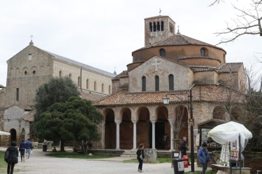 Torcello Santa Sofia Venice lagoon day excursion, small group guided tour with a local bragozzo boat. From Altino archaeological museum to visit also Burano and Murano with SIghtseeing in Italy