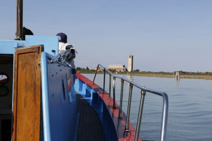 Torcello Venice lagoon day excursion, from the roman empire to Venice origin. To visit during a boat sightseeing with professional guide. Day tour with small group that includes also Altino archaeological museum, burano and murano. With Sightseeing in Italy