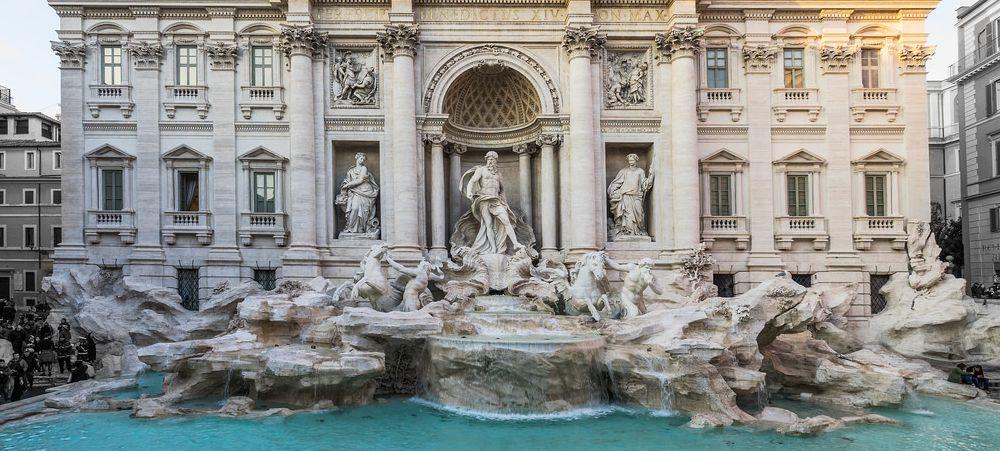 Fontaine de Trevi, une des travaux d'architecture style baroque dans la Rome du XVIIIe siècle