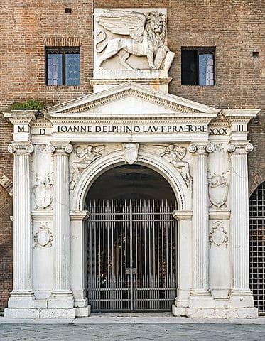 Palazzo del Podestà main gate, Verona
